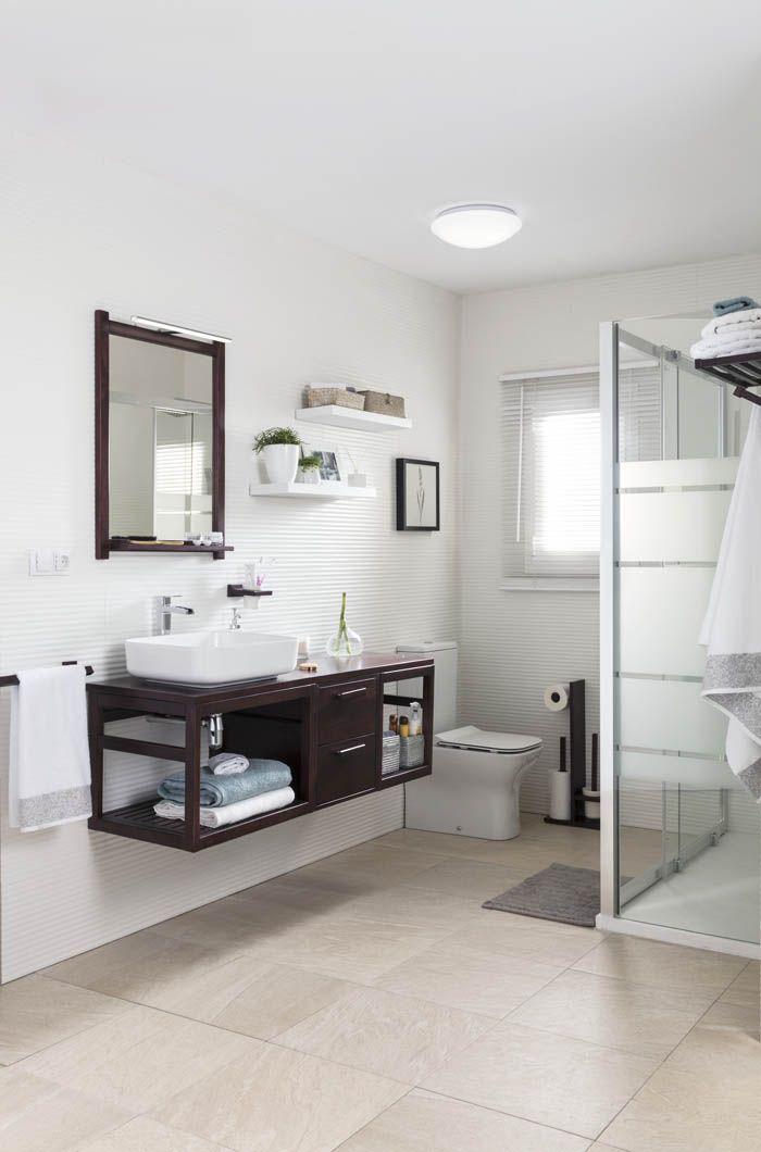 ducha con mampara y mueble lavabo baño en marron wenge