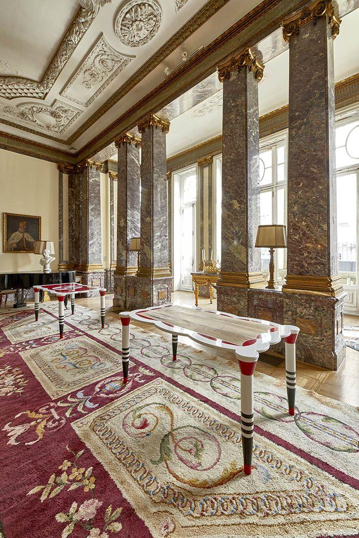 salon clasico marmol con mesas diseño ERA estilo memphis
