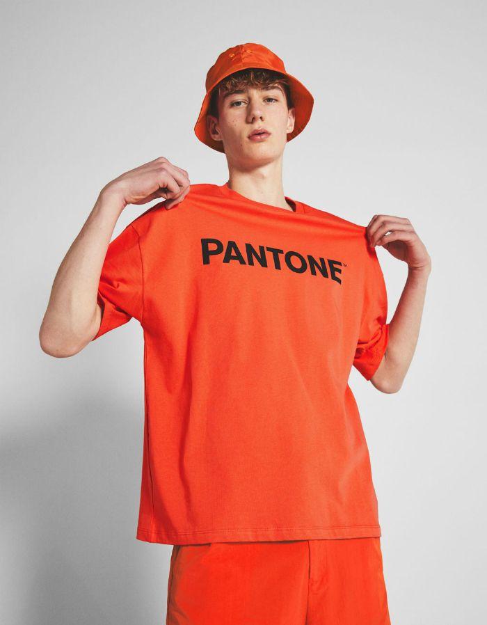 Chico gorro naranja pantone