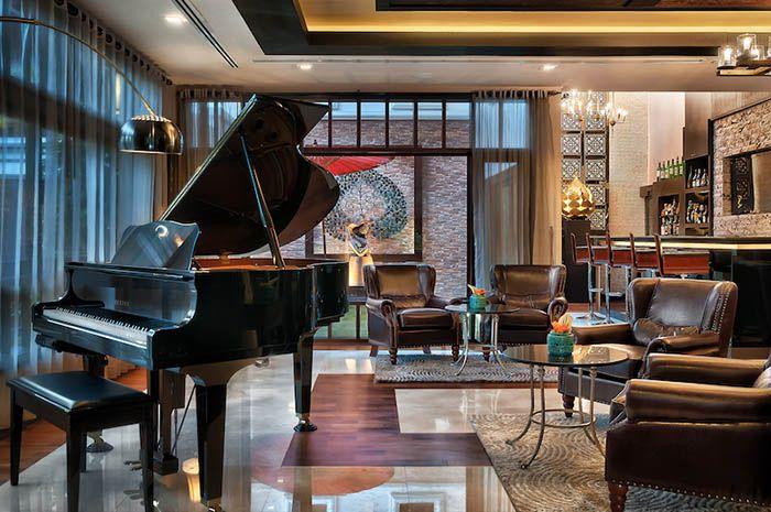 piano de cola en hall hotel