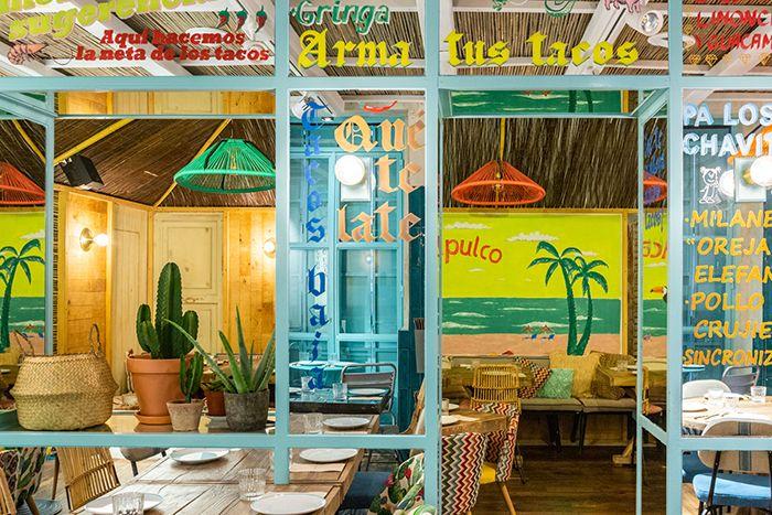 ventanal turquesa exotico restaurante mexico