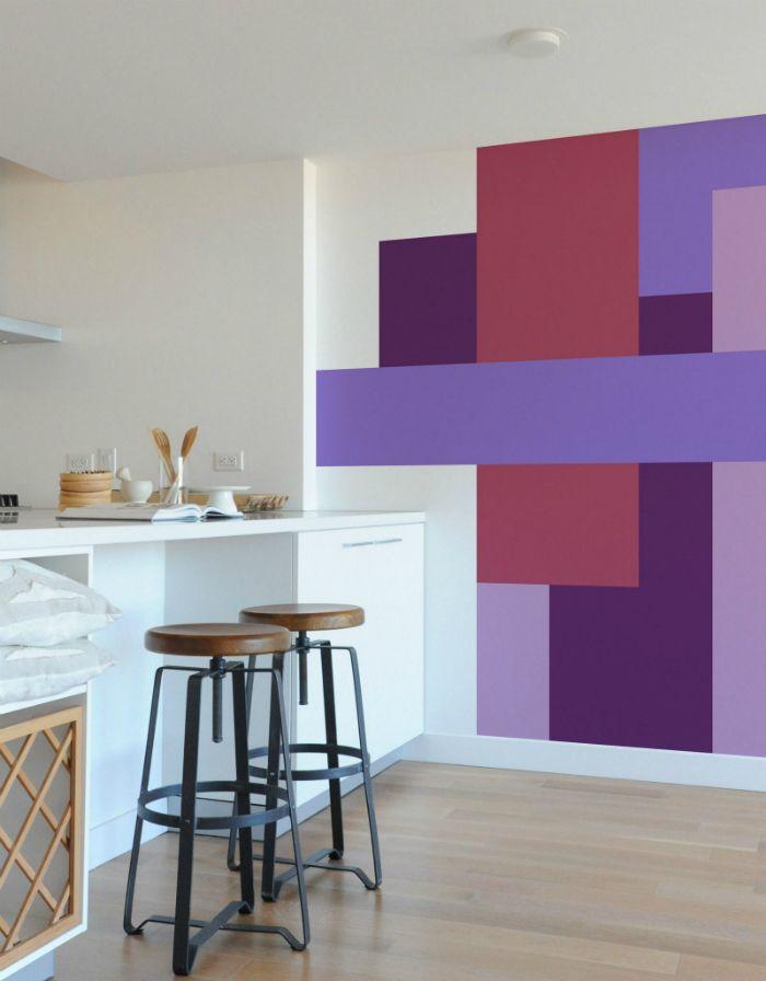 figuras geometricas en pared tonos morados