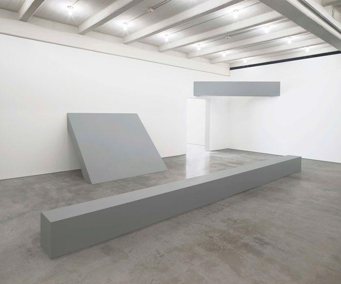 obra minimalista hormigon industrial