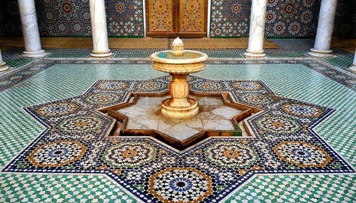 fuente arabe con teselas suelo