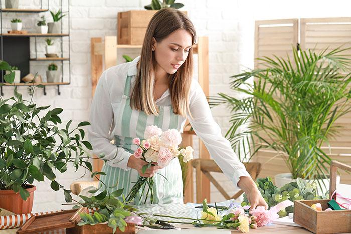 florist at work flores