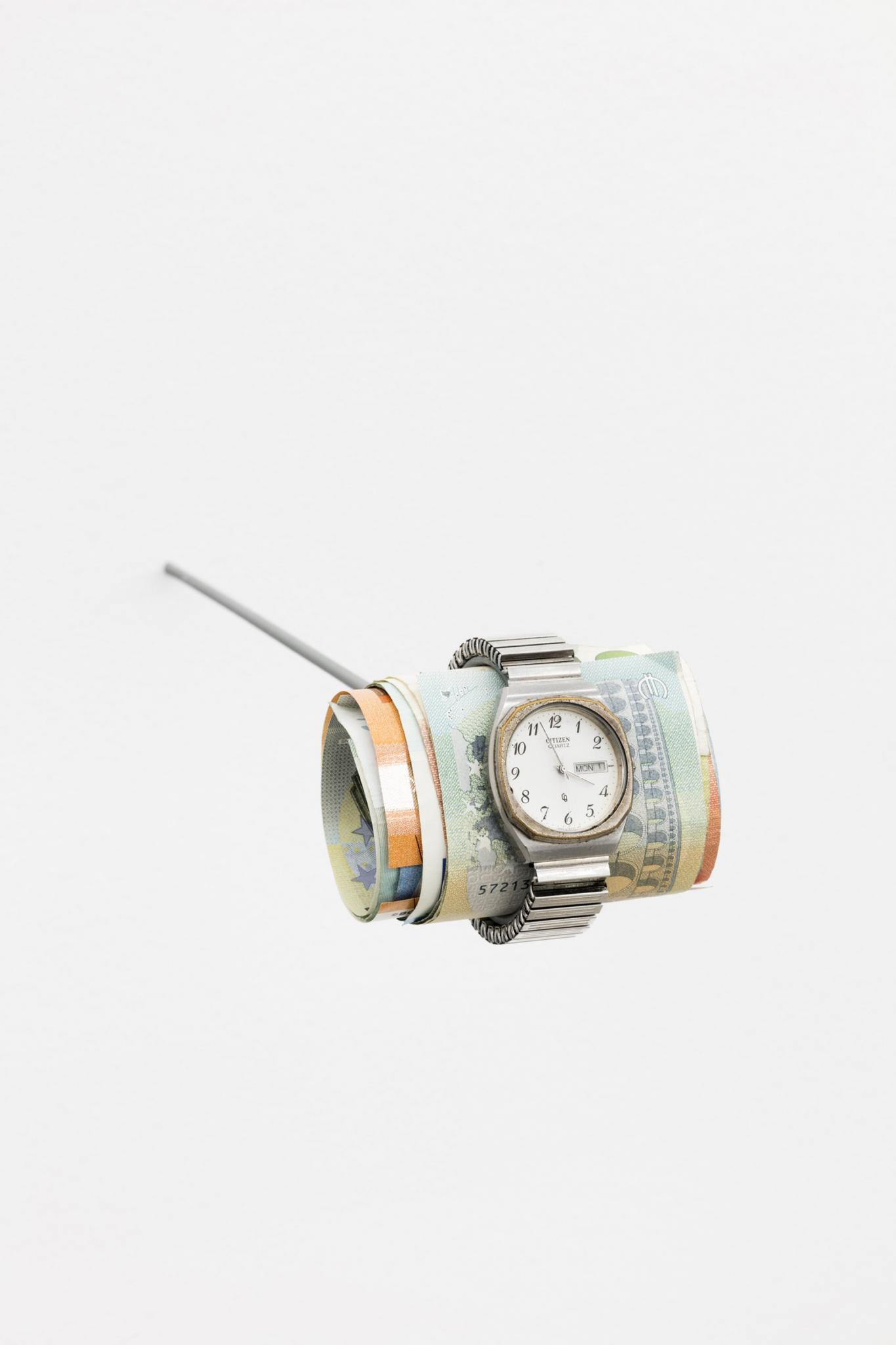 reloj fajo dinero