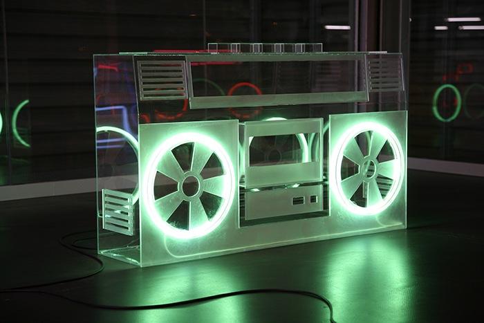 radiocasette con luces neón
