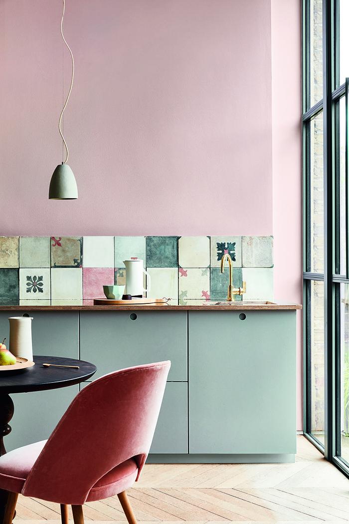 cocina cabinet gris pared rosa