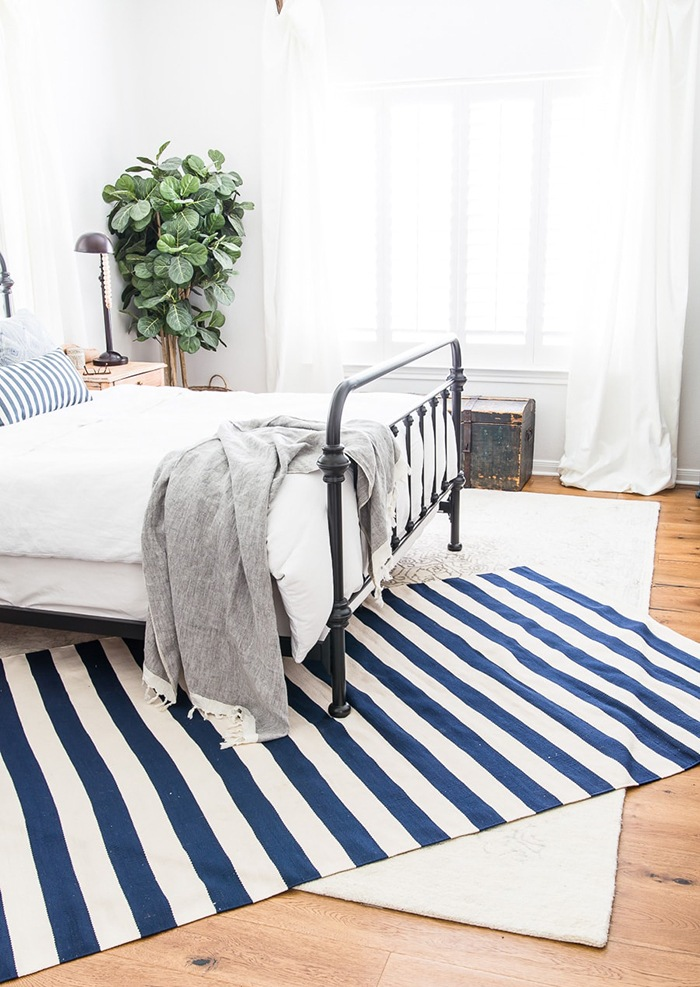 habitacion alfombras marinera y blanca