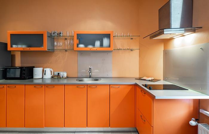 muebles naranjas cocina