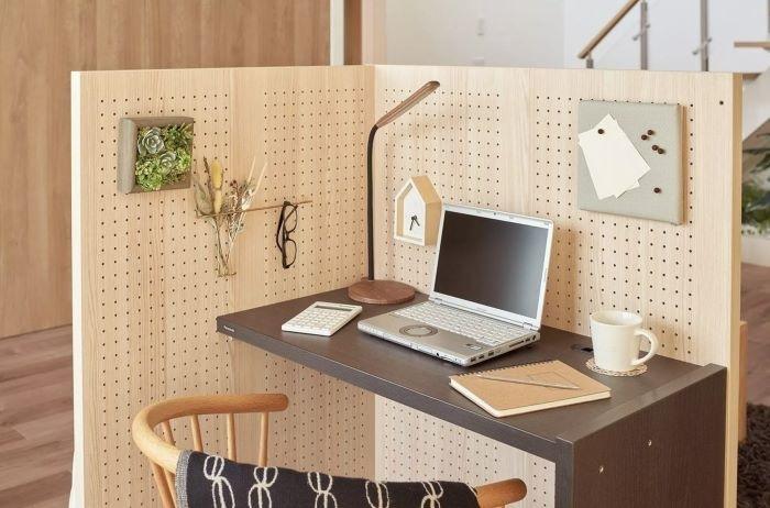 Lo nuevo de Panasonic no es nada electrónico: un escritorio con tabiques para montarse un despacho en casa