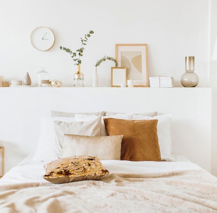 cama doble blancos y mostazas