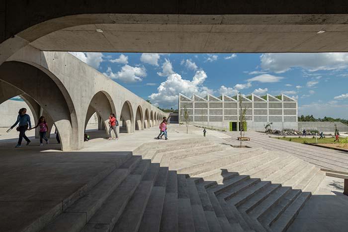 Ganador concurso arquitectónico ArchDaily 2021 grandes escaleras exteriores