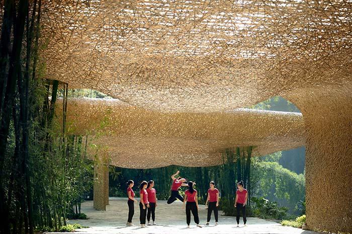 Ganador concurso arquitectónico ArchDaily 2021 exterior proyecto techo bambú