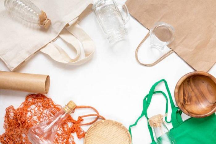 Conjunto de materiales desechables y reciclables
