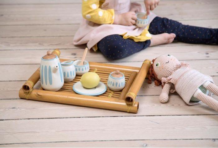 Servicio de te y tazas de madera para jugar